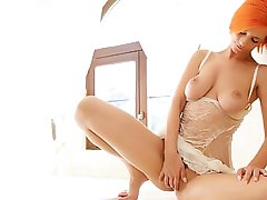Redhead Ariel fingering hole for you